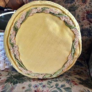 Vtg golden velvet round pillow with ribbon detail